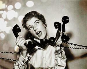 Image d'une femme avec 4 téléphones. Réunion. Mushroom. Cabinet de recrutement. Chasseurs de têtes