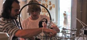 Un jeune dans un fablab - Formation - Mushroom, cabinet de chasseurs de têtes, cabinet de recrutement, digital, web, start up, innovation